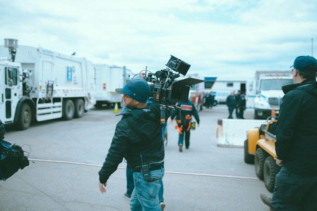 kjølecontainere brukes til å frakte filmutstyr og filmrekvisita